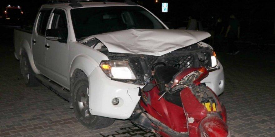 Motosiklet otomobile ok gibi saplandı: 1 ölü
