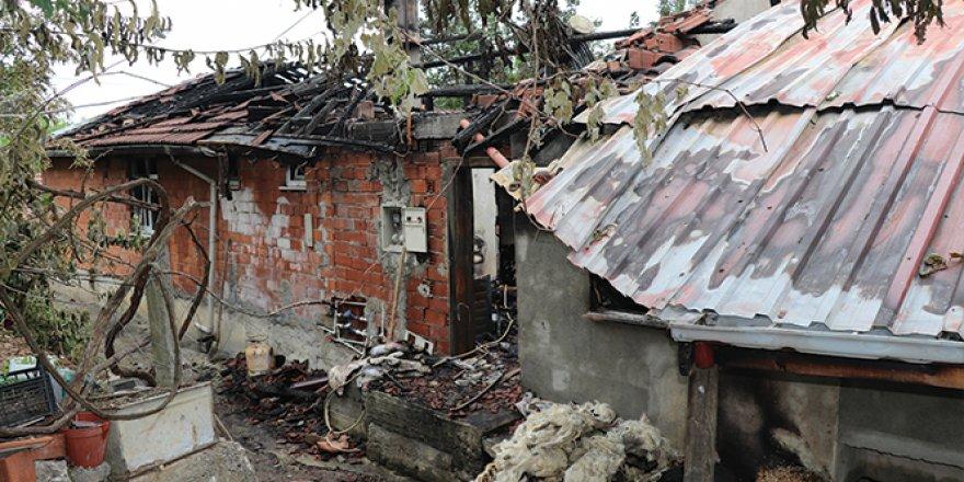Evleri yanan aile yardım bekliyor!