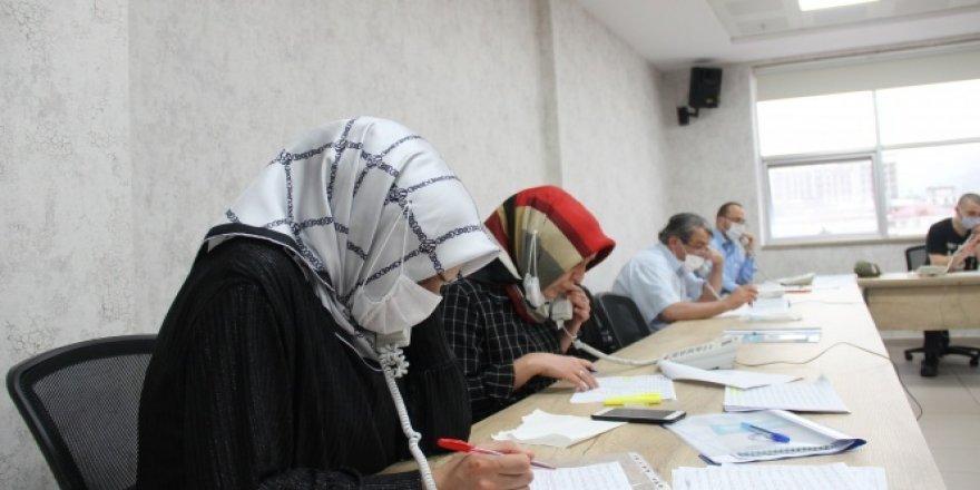 Rize'ye gelen 4 bin 500 aileden 1'er kişiye korona virüs testi yapıldı