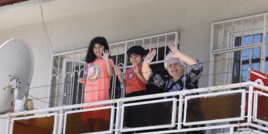 Büyükçekmece'de Ramazan Bayramı coşkusu balkonlara taştı