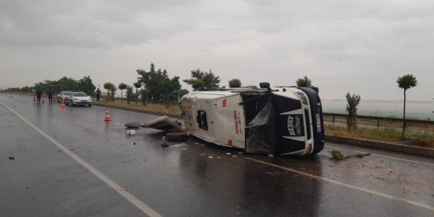 Manisa'da tarım işçilerini taşıyan minibüs devrildi: 15 yaralı