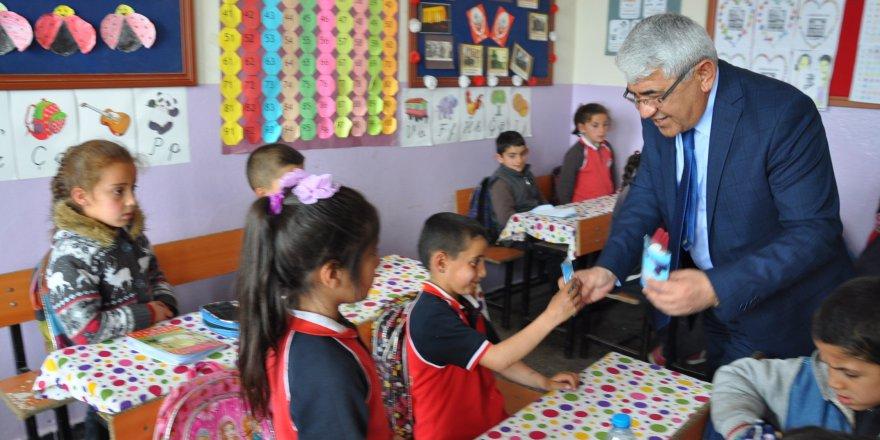 Kars Belediye Başkanından çocuklara 23 Nisan ziyareti