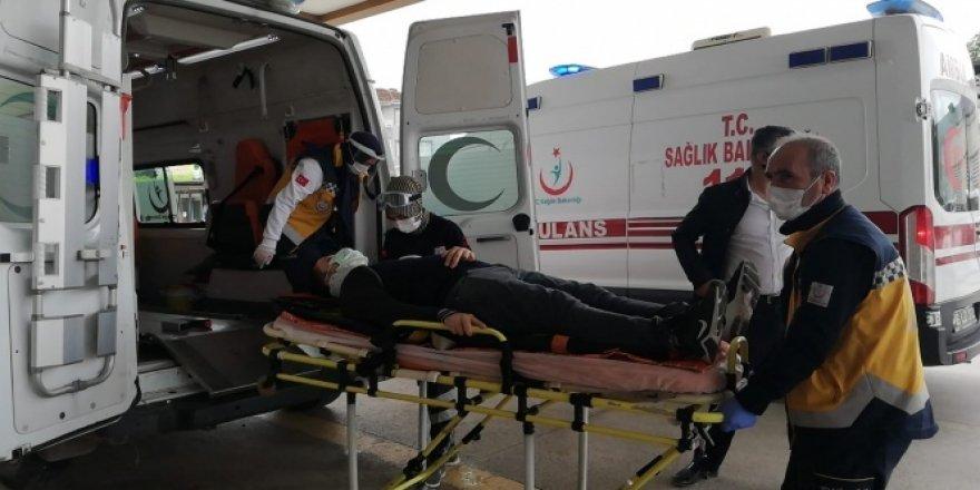 Emniyet şeridinde bekleyen kamyoneti şarampole uçurdu: 2 yaralı