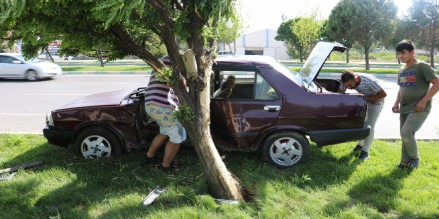 Kahramanmaraş'ta otomobil minibüse çarptı: 2 yaralı