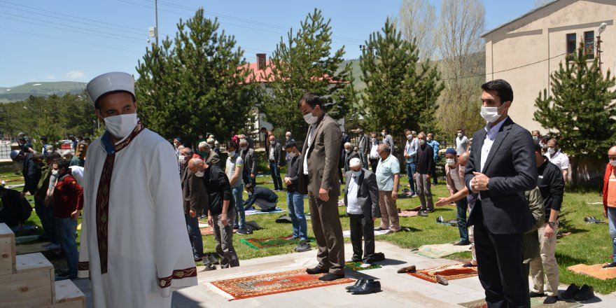 Sarıkamış'ta 74 gün sonra ilk cuma namazı kılındı
