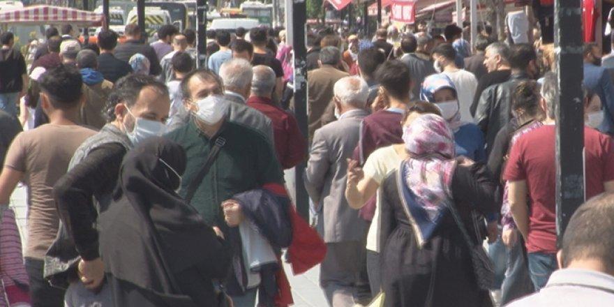 İstanbul'da vatandaşlar kısıtlama öncesi meydanlara koştu