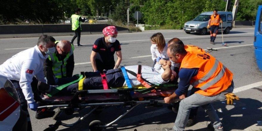 65 yaş üstü annesini memlekete götürürken kaza yaptı: 3 yaralı