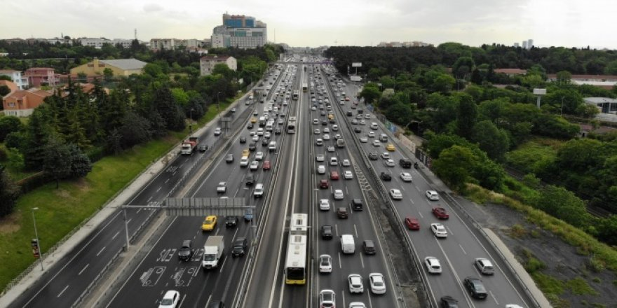 Normalleşme sürecinin ilk gününde İstanbul trafiği havadan görüntülendi