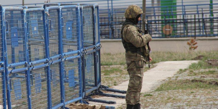 Kars'taki darbeci askerler hakim karşısında