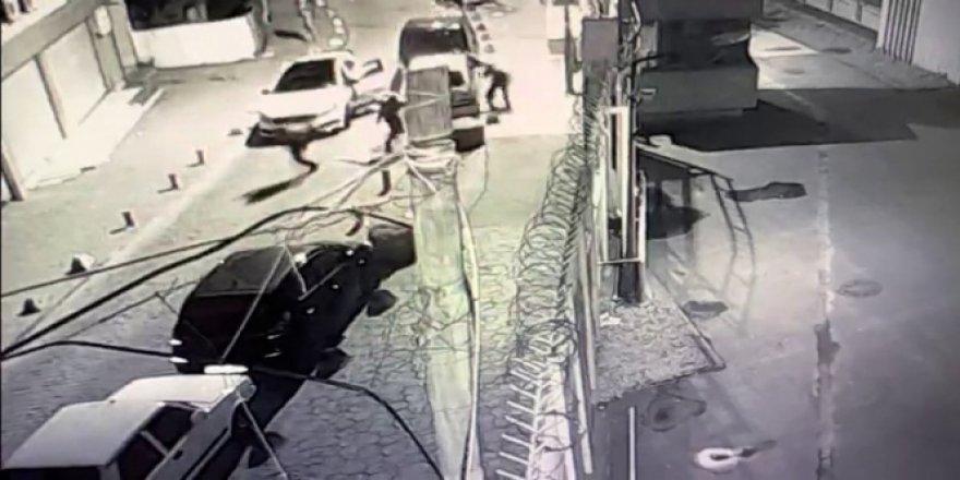Beyoğlu'nda iki grup arasındaki kalaşnikoflu çatışmalar kamerada
