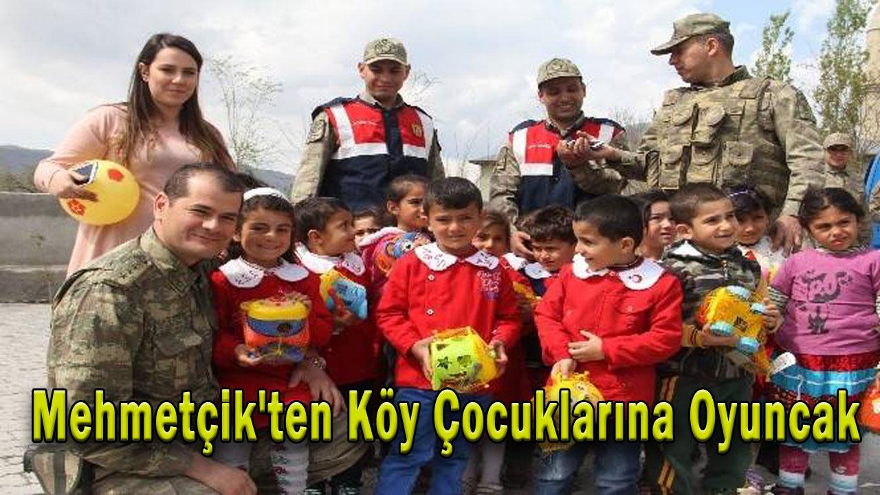 Mehmetçik´ten Köy Çocuklarına Oyuncak