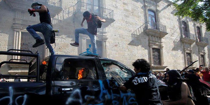 Meksikalılar, gözaltına alındıktan sonra ölen Lopez için sokaklara döküldü