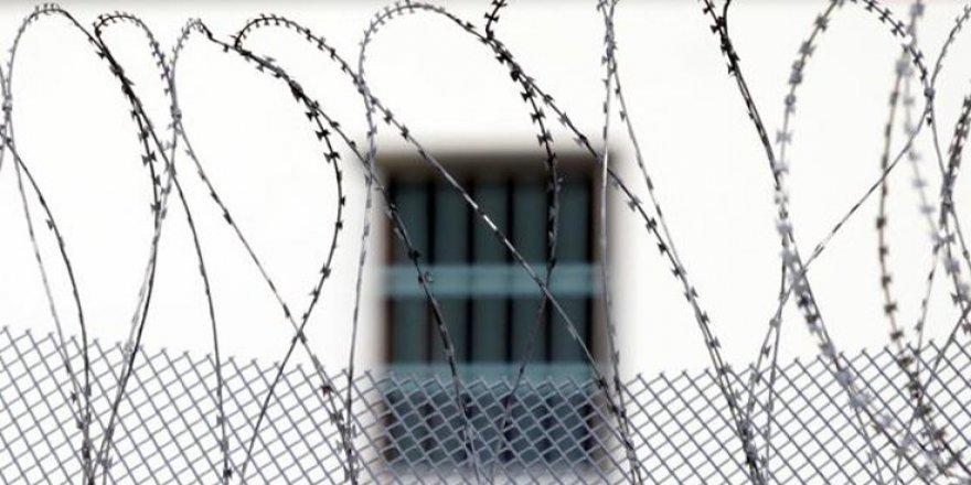 Kars'ta Mahkum Cezaevini Yaktı