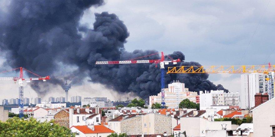 Fransa'da tekstil deposunda yangın