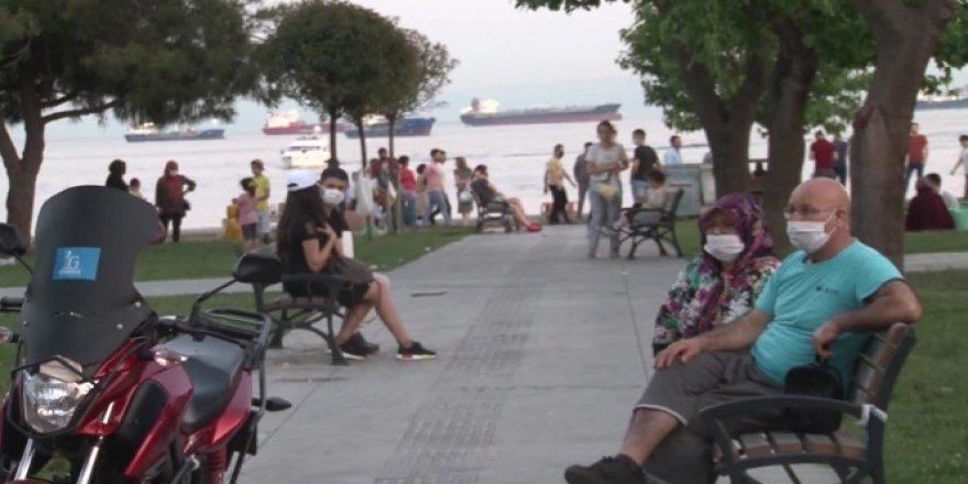 İstanbul sahillerinde sosyal mesafesiz yoğunluk