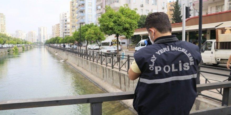 FETÖ şüphelisi operasyonda cep telefonunu sulama kanalına attı