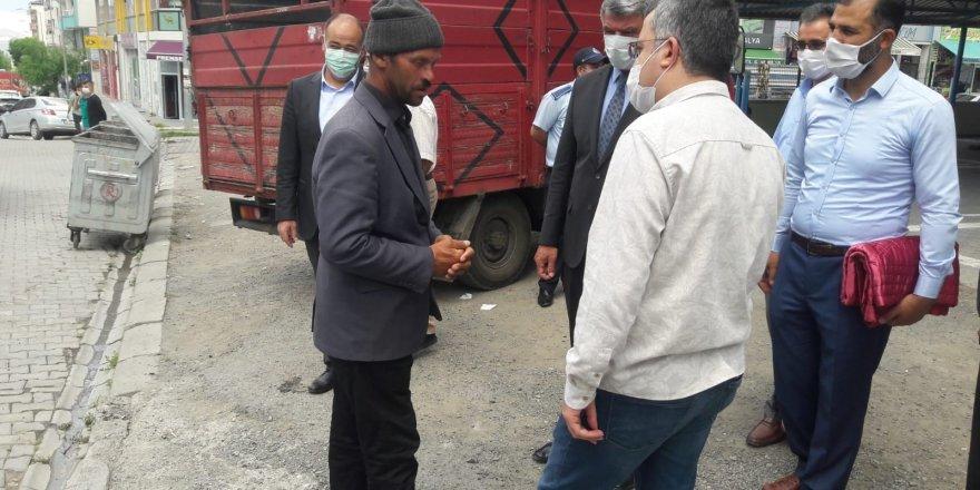 Kaymakam Çınar, Cuma namazı çıkışı vatandaşlarla buluştu