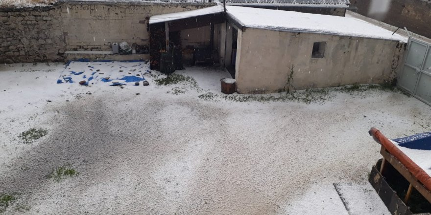 Kars'ta Sabah Saatlerinde Dolu Yağışı