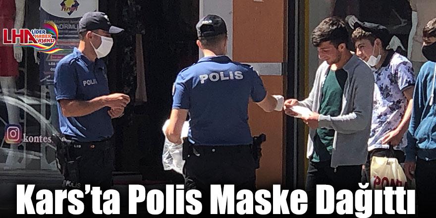 Kars'ta Polis Maske Dağıttı
