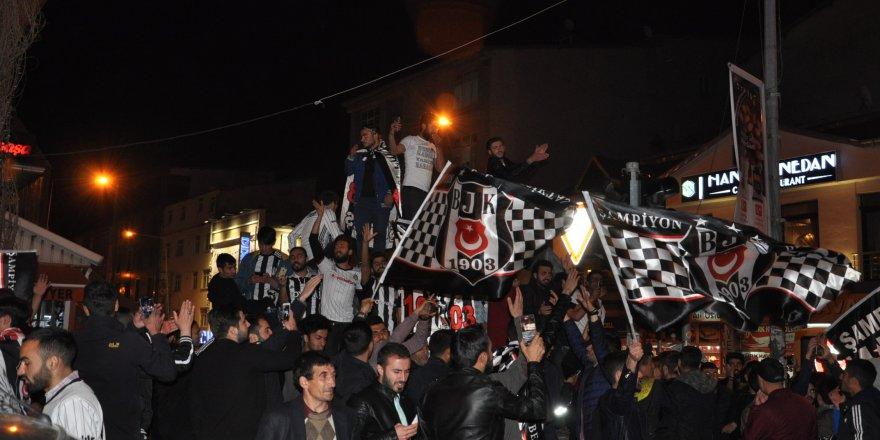 Beşiktaşlılar Kars'ta sokaklara döküldü