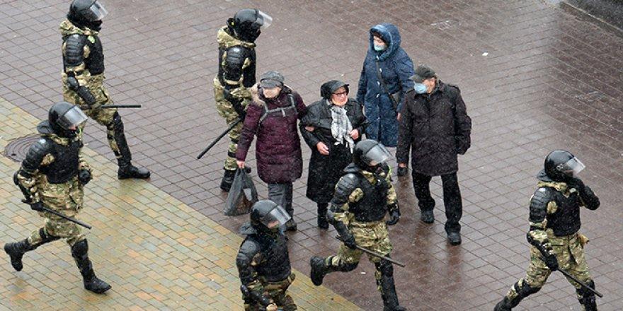 Belarus'taki protestolarda yaklaşık 250 kişi gözaltına alındı