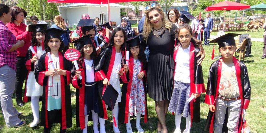 Öğrenciler mezuniyetlerini Masal Park'ta kutladı