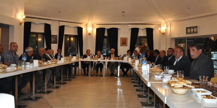 Başkan Karaçanta, iftarda muhtarlar ve basın mensuplarıyla bir araya geldi