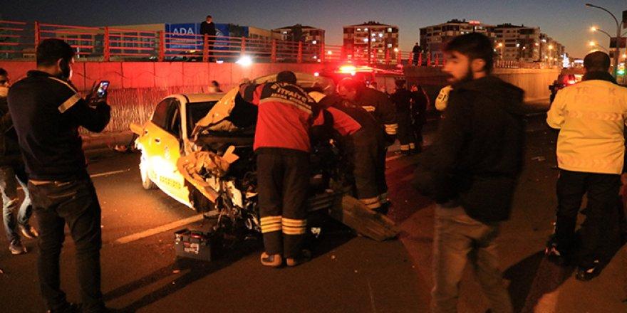 Diyarbakır'da polise otomobil çarptı: 3'ü ağır 6 yaralı