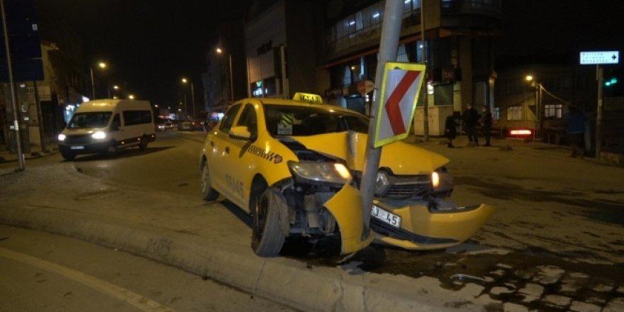 Kaza yaptı, aracını olduğu yerde bırakıp uzaklaştı