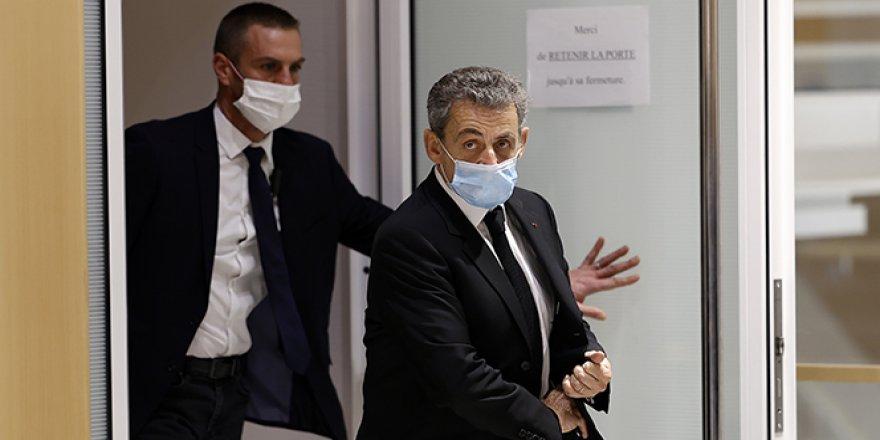 Sarkozy yolsuzluk suçlamalarını reddetti