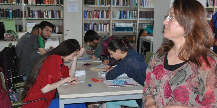 Kars'ta Halk Kütüphanesi'ne yoğun ilgi