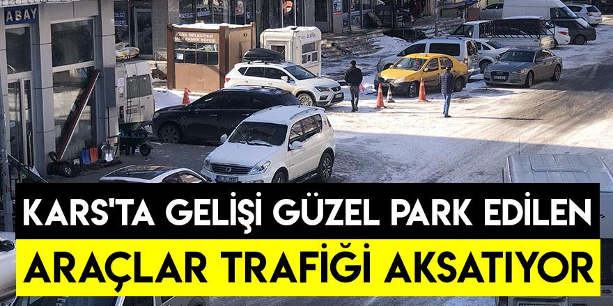 Kars'ta Gelişi Güzel Park Edilen Araçlar Trafiği Aksatıyor