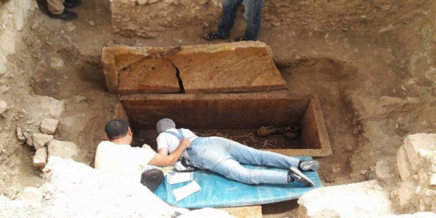 2 Bin 500 Yıllık Mezar Açıldı!
