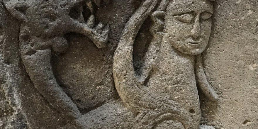 """Kars'ta Efsanelere konu olan bin yıllık """"şahmeran"""" görücüye çıktı"""
