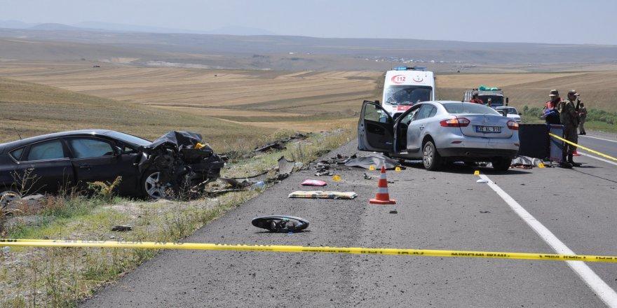 Kars'ta trafik kazası: 2 ölü, 4 yaralı