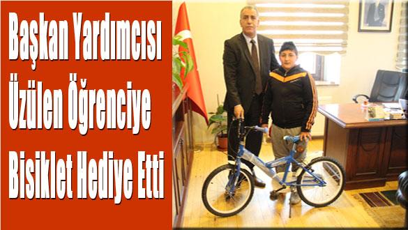 Başkan Yardımcısı Üzülen Öğrenciye Bisiklet Hediye Etti
