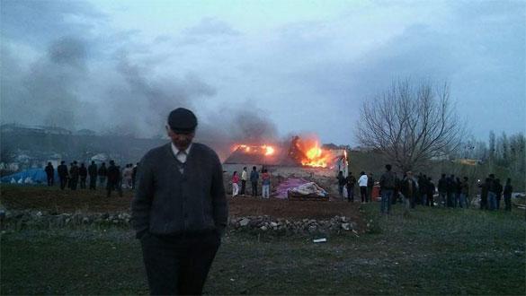 Köyde Yangın Çıktı Ev Kül Oldu