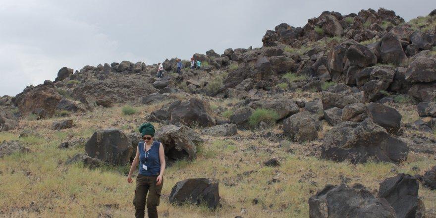 Kafkas Üniversitesi araştırmacıları Aras Boyalıları Kültürü'ne ait yerleşim yerinin izlerine ulaştı