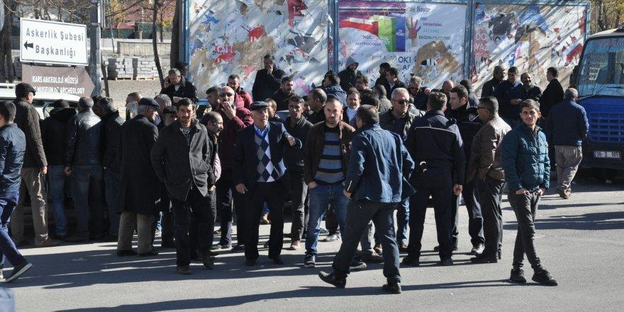 Kars'ta dolmuşçular kontak kapattı