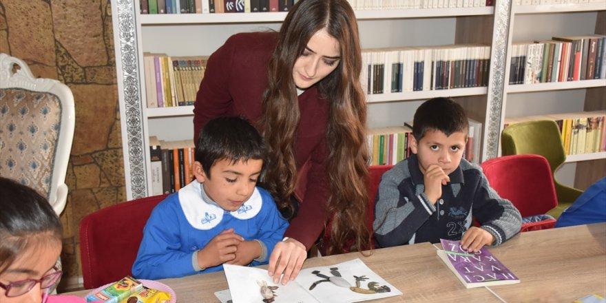 Minik öğrenciler kitaplarla buluştu