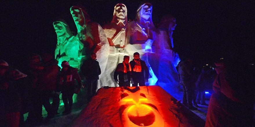 Sarıkamış'ta Kardan Heykellere yoğun ilgi