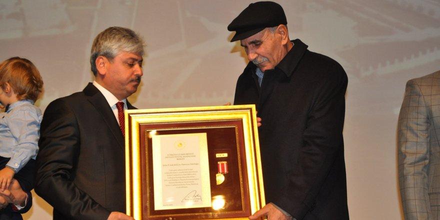 Kars'ta 3 şehit yakını 1 gaziye 'Devlet Övünç Madalyası'