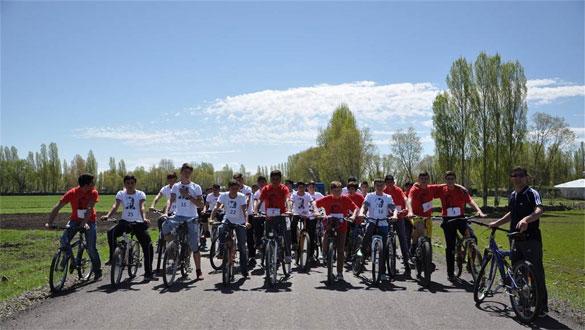 Arpaçay'da Bisiklet ve Kort Tenis Turnuvası
