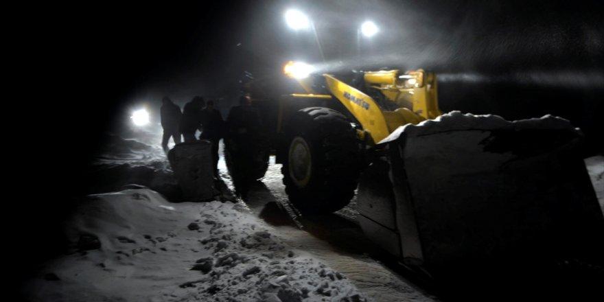 Kars-Digor karayolunda ulaşıma kar ve tipi engeli