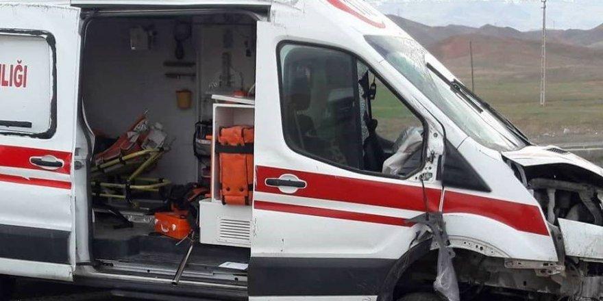 Ambulans Kaza Yaptı: 2 Ölü, 6 Yaralı