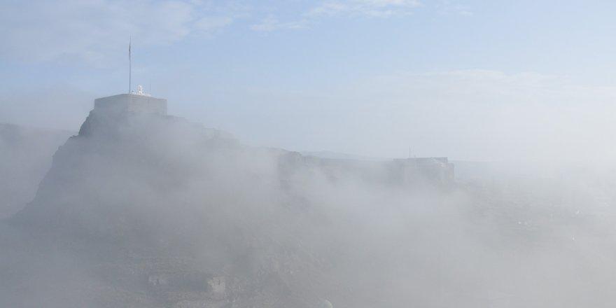 Kars Kalesi sis arasında kayboldu