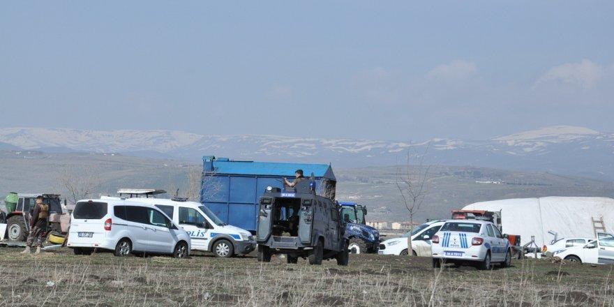 Kars'ta arazi kavgasında silahlar çekildi