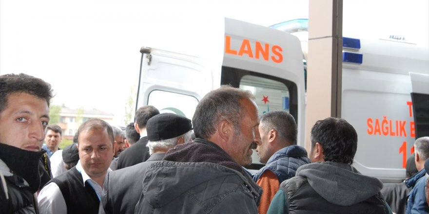 Kars'ta Traktör Şarampole Devrildi: 1 Yaralı