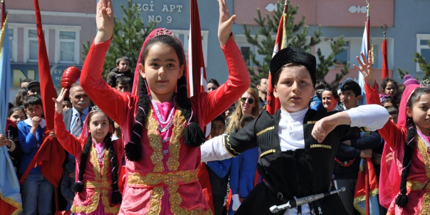 Kars'ta 23 Nisan coşkuyla kutlandı