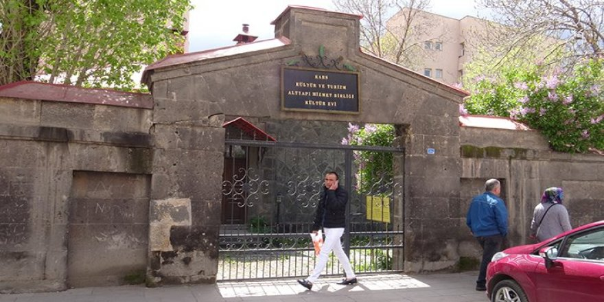 Kars Kültür Evi eski günlerini özlüyor